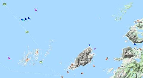 Landegode lå klokken 12.50 like nord for Helligvær. Eskortert av redningsskøytene Odd Fellow og Det Norske Veritas. Like ved siden: Fergene Bodø og Værøy.