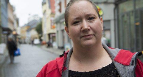 – Tiden betyr alt: For Camilla Kvasnes gikk det fort fra hun fikk brystkreftdiagnosen til hun lå på operasjonsbordet. Nå er hverdagen det viktigste. Etter at hun fikk uhelbredelig kreft bruker hun dagene til å skape gode minner med familien. Foto: Arne Ristesund