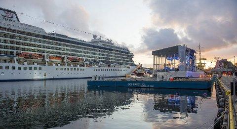 Cruisedåpen på nasjonaldagen vakte mye debatt i Bergen. Gaven som ordfører Trude Drevland og havnesjef Inge Tangerås fikk i anledning dåpen kan stilles spørsmål ved, mener Transparency International.