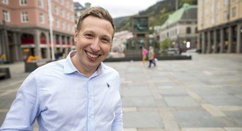 Trond Roger Nydal har jobbet som sjefredaktør i Avisa Nordhordland de siste to årene. – Vi har ikke hatt noen tilfeller av seksuell trakassering. Hva som har skjedd før min tid har jeg ikke oversikt over, sier han.   FOTO: eirik Hagesæter