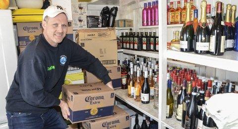 NOREFJELLSTUA: – Drikkevarene er på plass, og litt seinere i dag kommer det et lass med matvarer, så nå kan påsken bare starte, smiler pubeier Morten Bråten.