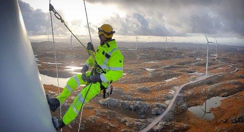JOBB I HØGDA: Vg3 energioperatør, med fordjupning i vindenergi, kvalifiserer elevane til å søkja læreplass om energioperatør for drift og vedlikehald av vind- og vassturbinar.
