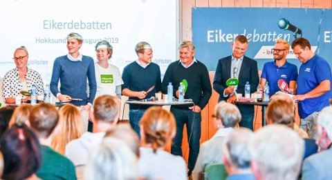 POLITIKERE MED VIGSELSRETT.  Denne gjengen som deltok i Eikerdebatten før valget kan alle vie par. F.v. gruppelederne Kaja Klunderud (SV),  Niclas Tokerud (Ap), Vegard Hustad (MDG) og Andreas Størdal (V), ordfører Knut Kvale (Sp), gruppelederne Kjell E. Grønbeck (KrF), Adrian Tollefsen (H) og Trond Bermingrud (Frp).