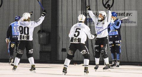 SISTE SEKUND: Her jubler Solbergs Even Gamst (t.h.) for sitt 6-6-mål mot Stabæk i siste sekund av overtida. Mathias Stavis (t.v.) og Emil Gulbrandsen (nr. 5) jubler med.