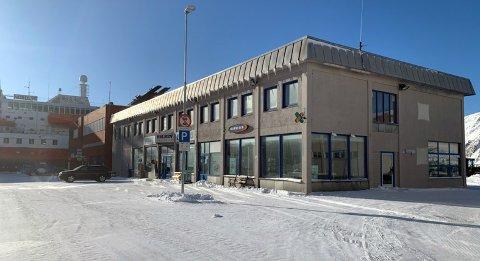 Holmengården har vært til salgs i halvannet år. Så langt er det ingen seriøse kjøpere som har kommet på banen.