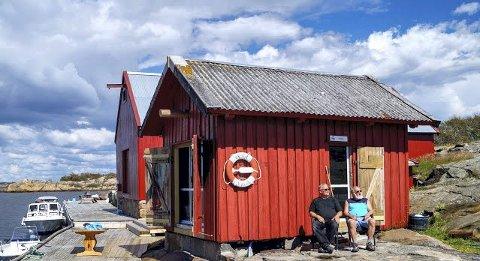 Åpner dørene for første gang: I mars kan de første feriegjestene flytte inn i denne nyoppussede bua på Strømtangen. Det er foreningen Onsø-beviset som står bak oppussingen.Begge foto: Onsø-Beviset