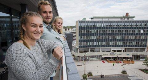 Utsikt til fremtiden: Ida Zachariassen (fra venstre), Vegard Kringstad og Henriette King tror at Fredrikstad vil være et mini-Oslo om 50 år. ALle foto: Christine Heim