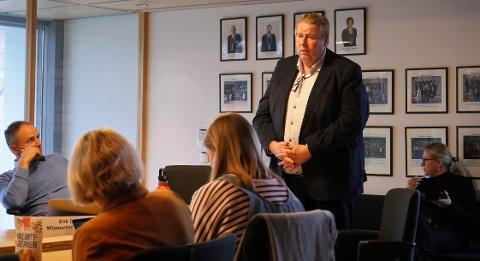 Lover å skjerpe rutinene: Kommunaldirektør  Atle Holten beklaget i formannskapet at innbyggerinitiativet om skolevei på Rolvsøy ikke ble fulgt opp på riktig måte. (Foto: Øivind Lågbu)
