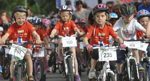 MASSEMØNSTRING: Til uka blir det invasjon av unge syklister i Brandbu sentrum. Her fra rittet i fjor.Arkivfoto: Rune Pedersen