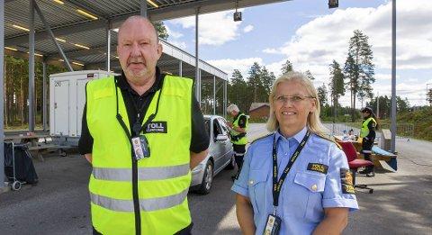 JAKTER SMUGLERE: Avdelingsleder Asle Farberg og fungerende seksjonssjef Kjersti Bråthen.