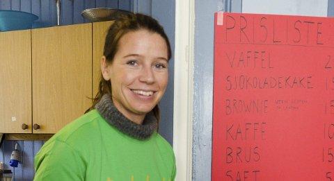 Overrasket: Kamilla Lehrmann er overrasket over hvor mange som dukket opp på loppemarkedet.