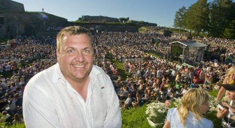 FORNØYD: Magne Rekstad ser lyst på den kommende sommeren i festningen, med allsang og opera.