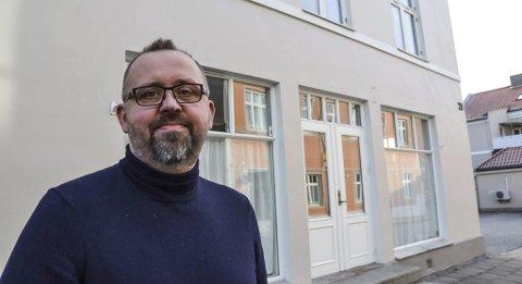 DRIVER GODT: Pål Are Sund startet Negota AS sammen med sine kone, Ellen. De har fem ansatte på kontoret i Storgata 20. i Halden og ytterligere 12 anstte i Oslo. I tillegg har de flere konsulenter som leies inn.foto: trine bakke eidissen