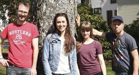 BARNAS SOMMERSKOLE: Ove Billington (fra venstre), Dina Billington, Sara Stang Møller og Sverre Magnus Heidenberg er blant instruktørene.