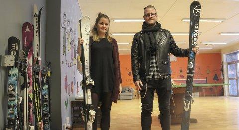 Skattkammeret: Hilde Eikemo og Christian Lutro håpar fleire vil vera med som frivillige for å utvida gratistilbodet for barn og unge i Odda. begge foto: Synnøve nyheim