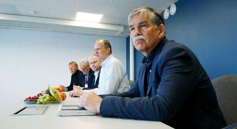 Fortvilet: Styreleder Martin Laurhammer i Lufthavndrift AS mener det haster å få utbetalt krisestøtten myndighetene har lovet. Pengene ligger imidlertid på et bord i Brussel.