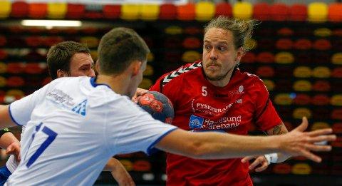 SER MØRKT UT: HHK, her ved Olli-Pekka Korpimäki, er tre poeng bak sikker plass.