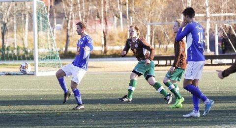 Vi tipper at MIL vinner 4. divisjon foran Mo IL. Bildet er fra kampen Mosjøen mot Mo IL på Kippermoen kunstgress i fjor høst. Siste seriekamp endte 2-1 til Mo IL over Eirik Høgseth og co.