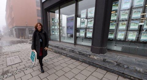 HEKTISKE DAGER: Den tidligere toppalpinisten Merete Fjeldavlie har hektiske arbeidsdager som eiendomsmegler på Lillehammer. FOTO: OLE JOHN HOSTVEDT