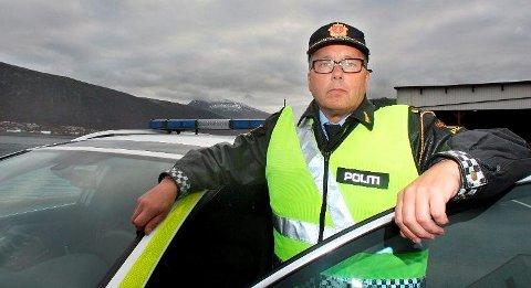 ADVARER MOT TUNGT LASTEDE BILER: UPs distriktsleder Geir Marthinsen ber bilistene huske på at tungt lastede biler til påsken oppfører seg annerledes enn en lett helgepakket bil.