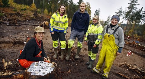 HISTORIEJEGERE: Arkeologer fotografert i Strømnesåsen i Råde for noen år siden. Nå skal det gjøres arkeologiske registreringer ved Halmstad.
