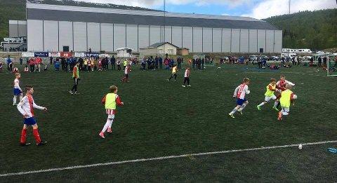 MÅLRIKT: Bilde fra åpningskampen lørdag mellom BOIF United og TIL Fagereng (i gule vester).
