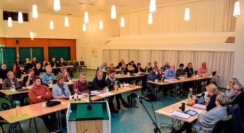 BUDSJETTMØTE: Østre Toten kommunestyre samlet seg klokka 13.00  i dag til budsjettmøte i Bygdestua på Hoffsvangen. Møtet er forventet å pågå fram til klokka 21.00.