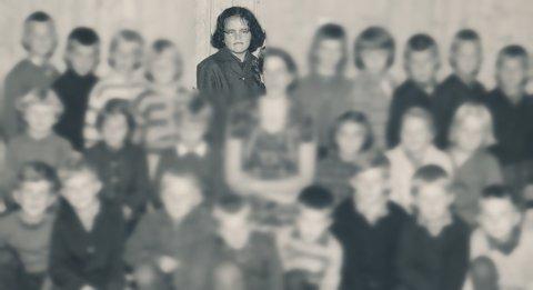 KLASSEBILDE: Marie Madeleine Steen (da Inger Marie Nerby) på klassebildet fra første klasse på Raufoss skole i 1964.