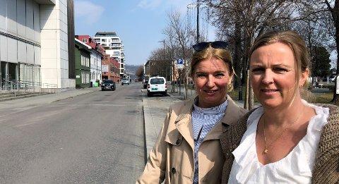 VIL LIDE: Senterleder Vibeke Askevold (t.v.) på CC Gjøvik og styreleder for Handels- og næringsforeningen i Gjøvik, Anne Slaaen, mener handelsstanden vil bli skadelidende med det nye tunnelforslaget.
