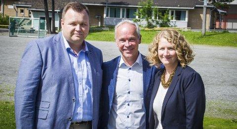 TRIO: Denne trioen, fra venstre, ordfører i Oppegård, Thomas Sjøvold, Kommunal- og moderniseringsminister Jan Tore Sanner og Ski-ordfører Tuva Moflag, skal bruke 100 mill.