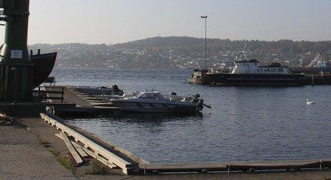 SANDØYA: Kystverket vil selge Sandøya fiskerihavn, og kommunen ønsker å kjøpe den.