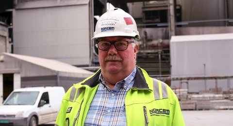 PÅ TV: Hovedtillitsvalgt Tom Jacobsen ved Norcem på NRK TV.