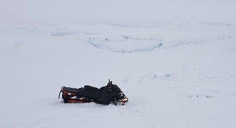 Skuterulykken skjedde ved en høy snøskavel.