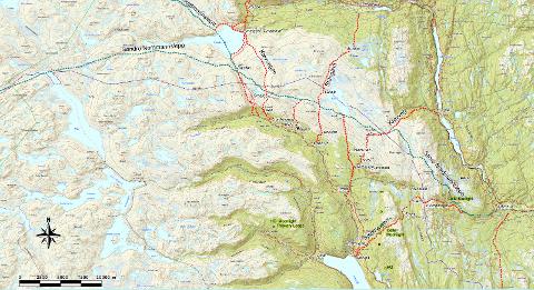 NYTT KART: Halvor Lurås er stolt over å presentere et detaljer kart over handelsledene, som han har fått laget sammen med Svein Olav Hagen.