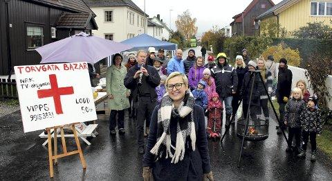 Trosset regnet: Kari Anne Marstein var primus motor da beboere i Torvgata i Lillestrøm søndag holdt basar til inntekt for tv-aksjonen.fOTO: tORSTEIN dAVIDSEN