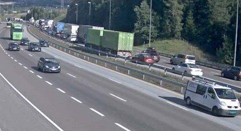KØ: Slik ser det ut på E6 nordgående ved Djupdalstoppen fredag ettermiddag.
