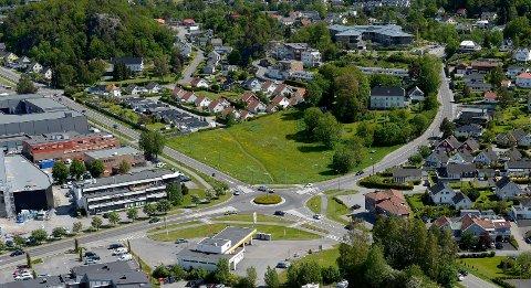 200-MILLIONERS PROSJEKT: De nye eierne av Kamfjordjordet (midt på bildet) vil kombinere detaljhandel med boliger.