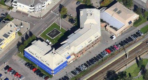 TIL SALGS: Dersom kommunestyret er enig, blir Stokke rådhus kjøpt av kommunen for 115 millioner kroner.