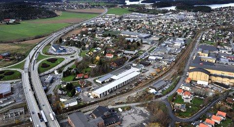 «I forhold til all samferdsel i Østfold har Sarpsborg en unik beliggenhet og topografi. Dette bør legges til grunn som det nye strategiske utgangspunkt for en moderne jernbaneutvikling», skriver Steinar Haakenstad i dette innlegget. (Foto: Jarl M. Andersen)