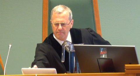 Tingrettsdommer Sverre Aarmo slår i dommen mot 41-åringen at det har vist seg nytteløst å dømme ham til narkotikaprogram med domstolkontroll. I stedet ble straffen satt til to år- og fire måneders fengsel.