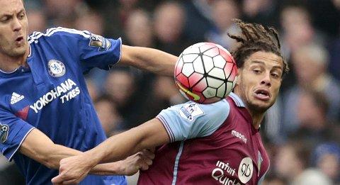 Vår oddstipper tror at Rudy Gestede (t.h.) og Aston Villa går på en ny smell i kveld.