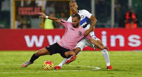 Palermo's Alberto Gilardino (front) is challenged by Inter Milan's Joao Miranda during their Italian Serie A soccer match at the Renzo Barbera stadium in Palermo, Italy, October 24, 2015. REUTERS/Tony Gentile