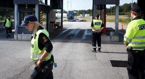 Både politikere og ansatte i Tolletaten er bekymret for at pengekutt og lavere bemanning skal føre til at sikkerheten på grensa blir dårligere.