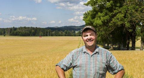 VARIABELT: Erlend Skårer, leder i Eidsberg bondelag, tror det blir store variasjoner i avlingene i Indre Østfold i år. – Det var en del som sådde før det store snøfallet i vår, sier han. Arkivfoto