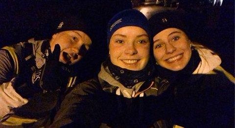TØFFINGER: Askim-jentene Elma Sagli Gudim (fra venstre), Amalie Pettersen og Vilde Lovise Kristiansen prøvde å gå 100.000 skritt på en dag. To av tre fullførte.