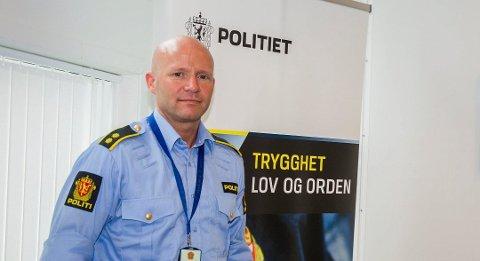 BER FOLK ANMELDE: Espen Valsgård fra politiets forebyggende avdeling håper publikum anmelder når de blir utsatt for hærverk.