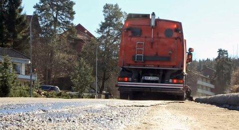 VÆR OBS: – Det er viktig at folk følger med, og at de ikke parkerer i gatene i den perioden vi går inn i nå, forteller Bjarne Skauen som er enhetsleder ved Skien kommune.