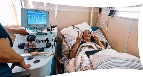 VED GODT MOT: May Kristin Kåsin er midt inne i en tøff behandling mot MS på sykehuset i Moskva. - Jeg får ta det som ei kjerring, og deretter komme meg hjem til familien, sier hun.