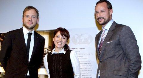 Får pris: Statsråd Audun Lysbakken og HKH kronprins Haakon sammen med Cecilia Dinardi i 2011, da hun ble kåret til Årets forbilde. Lørdag får hun Bjørnsonprisen i Molde. Arkivfoto: NTB Scanpix