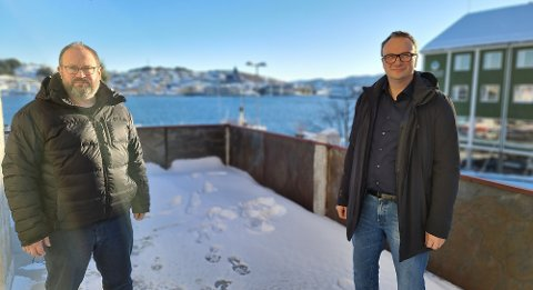 Bekjempelse av importsmitte blir en nøkkel for håndteringen av pandemien framover, forklarer Tore Lyngvær (til venstre) og Askill Sandvik.